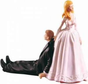 Deze Duitse figuurtjes voor op een bruidstaart laten zien dat de klassieke verdeling van actieve man en passieve vrouw niet klopt.