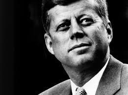 Kennedy was een machtsleider die na zijn dood een invloedsleider werd.