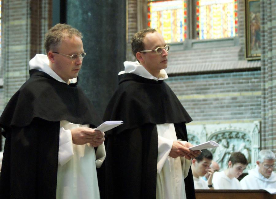 Richard Steenvoorde en Matthijs Meeuwsen verbonden zich op 21 september voor drie jaar aan de dominicanen. Klik op de foto voor een verslag.