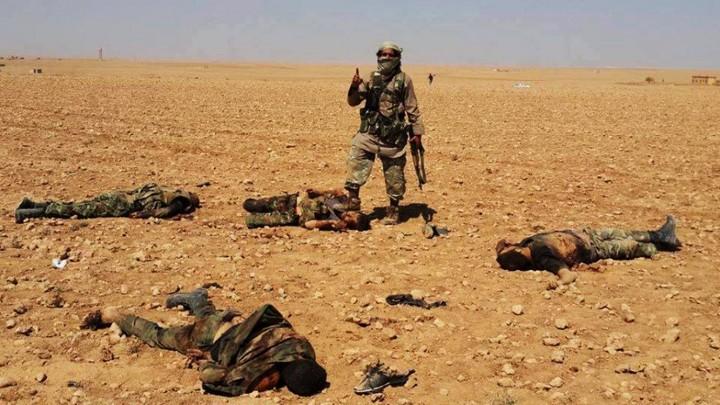 Wie overwint hier wie? Het is nauwelijks te zien. Foto van een slagveld in Syrië.