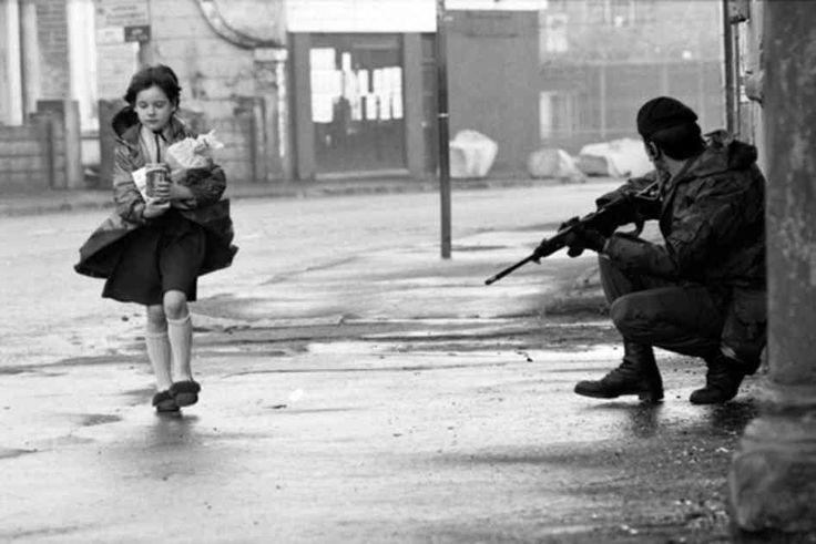 Politie in Noord-Ierland, een foto uit begin jaren 1970.